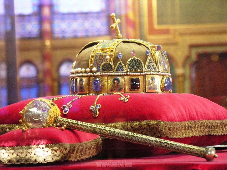 Budapest Parlament Die heilige Krone