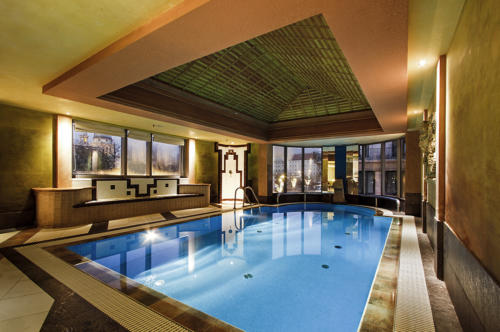 The pool in Kempinski Budapest Hotel